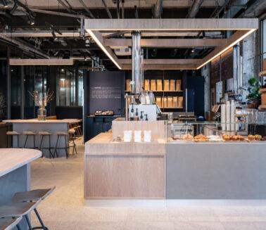 Produkcja_i_montaż_mebli_dla_kawiarni_Roasting_Plant
