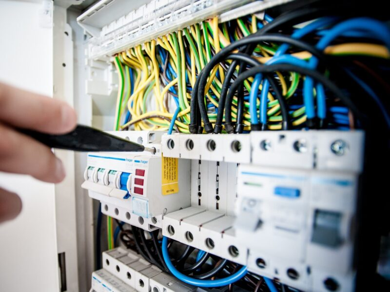 Store_maintenance_for_electronics_stores